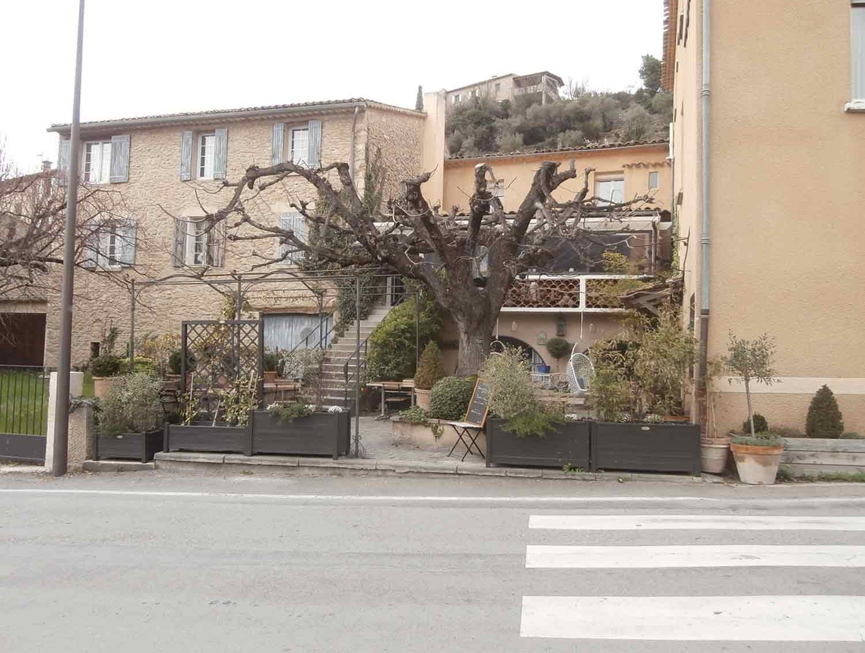 Façade Accessibilité handicapé hotel/restaurant Montbrun les Bains